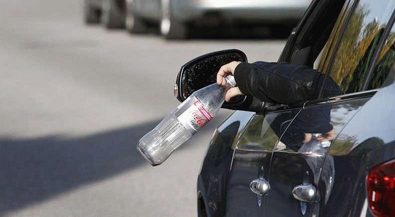 novosti  | vybros musora iz avtomobilya 1 | Выброс мусора из автомобиля будет штрафоваться | Штраф за мусор