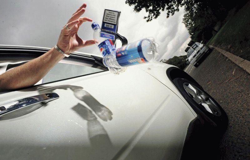 novosti  | vybros musora iz avtomobilya 3 | Выброс мусора из автомобиля будет штрафоваться | Штраф за мусор